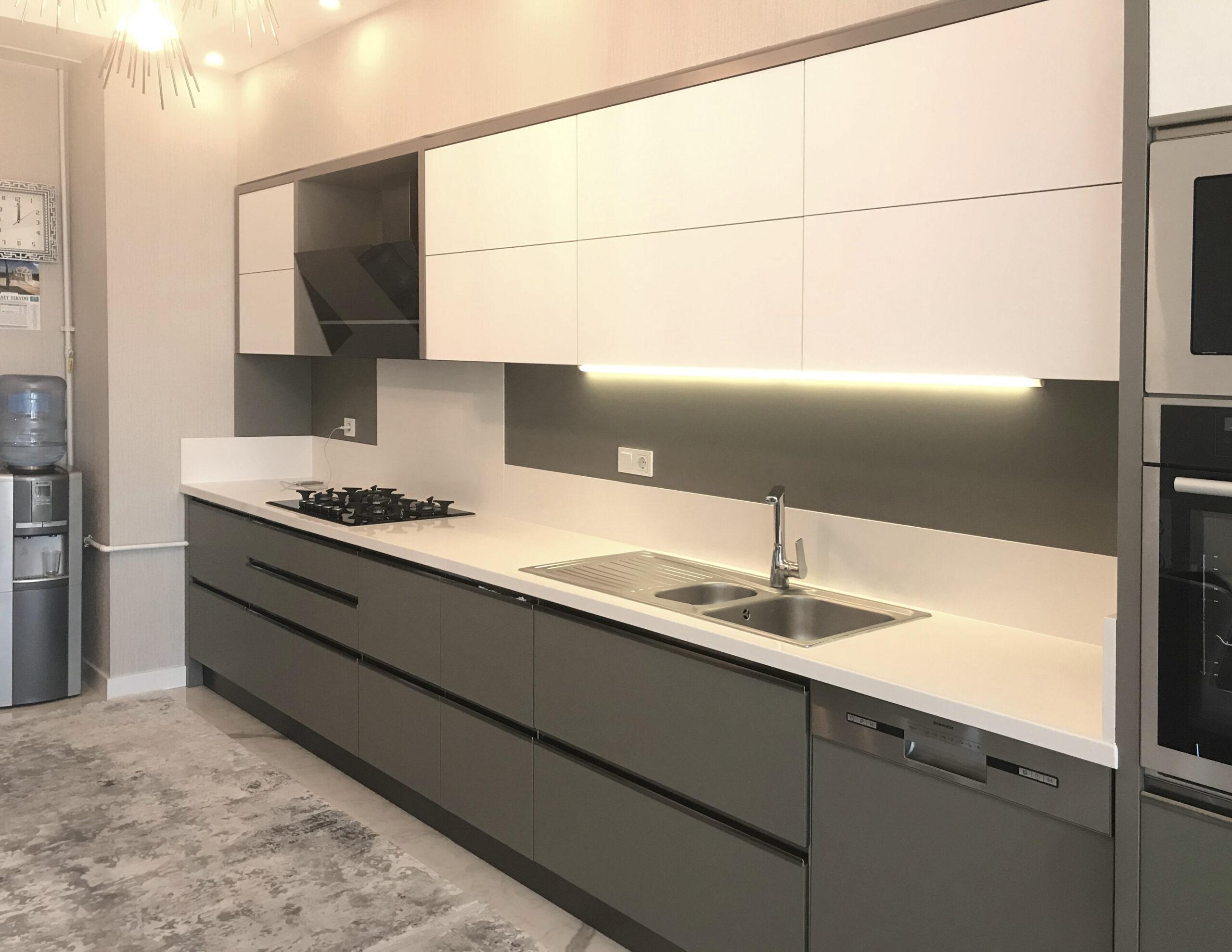 İpek yüzeyli modern mutfak dolabı